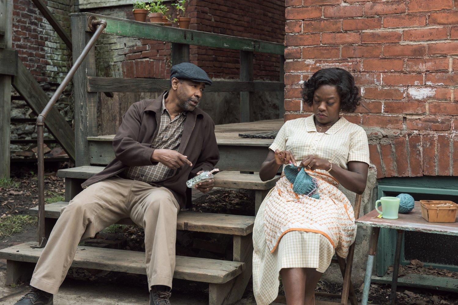 """Denzel Washington and Viola Davis in the movie """"Fencings"""""""