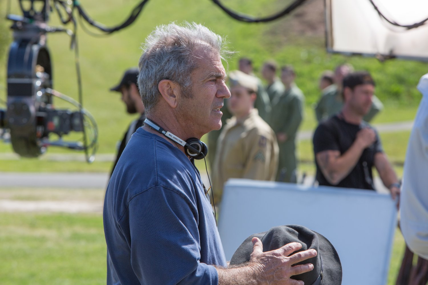 """Mel Gibson on the set of the film """"For reasons of conscience"""""""