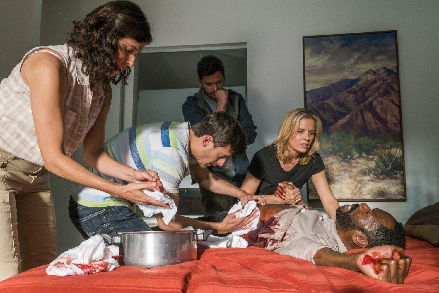 Постельная Сцена С Оливией Тирлби – Между Нами (2020)