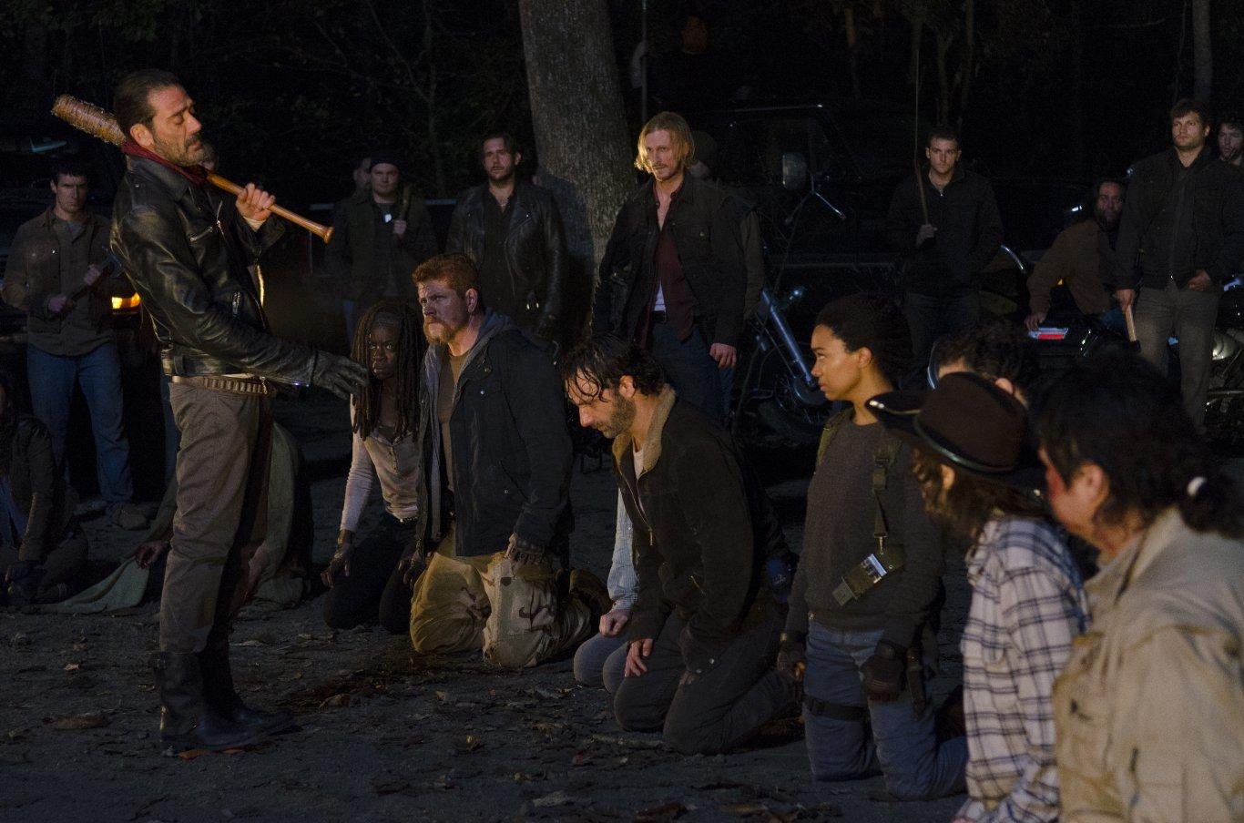 6 сезон 16 серия ходячие мертвецы кого убили в конце