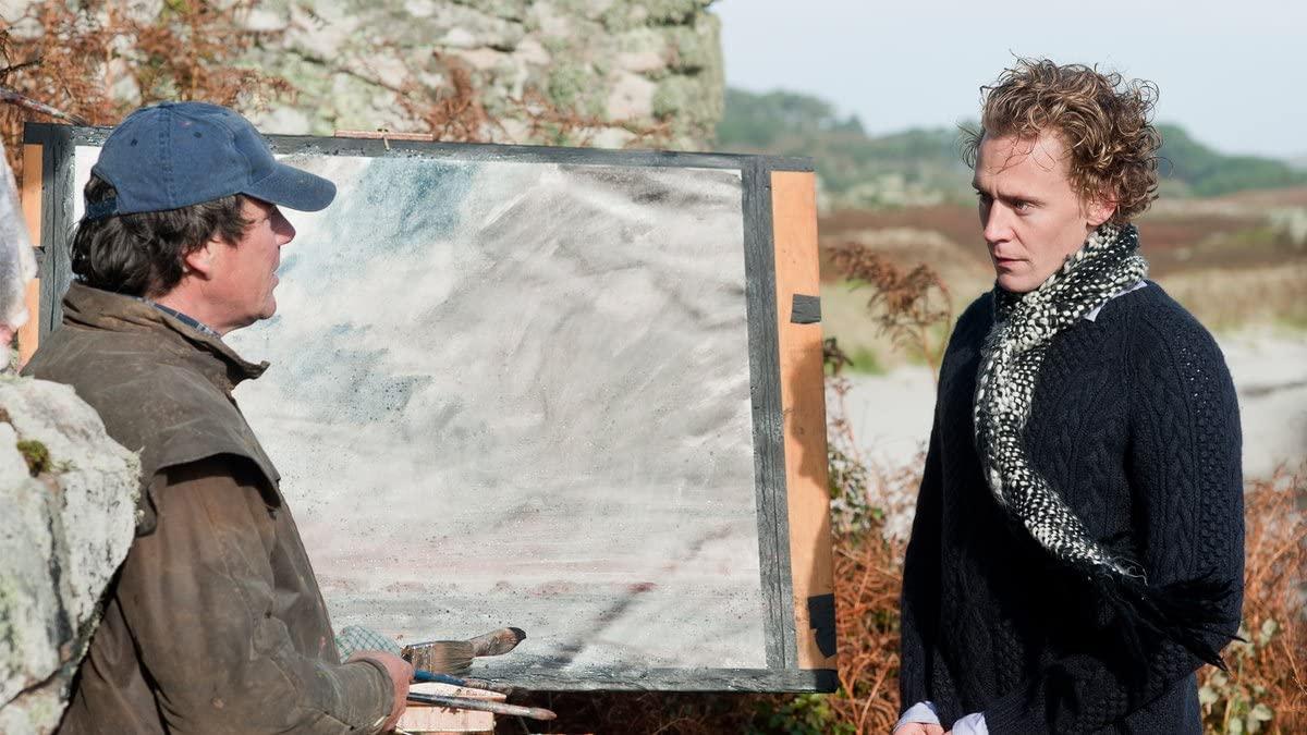 Том Хиддлстон в роли Эдварда Лейтона на кадре из фильма «Архипелаг»
