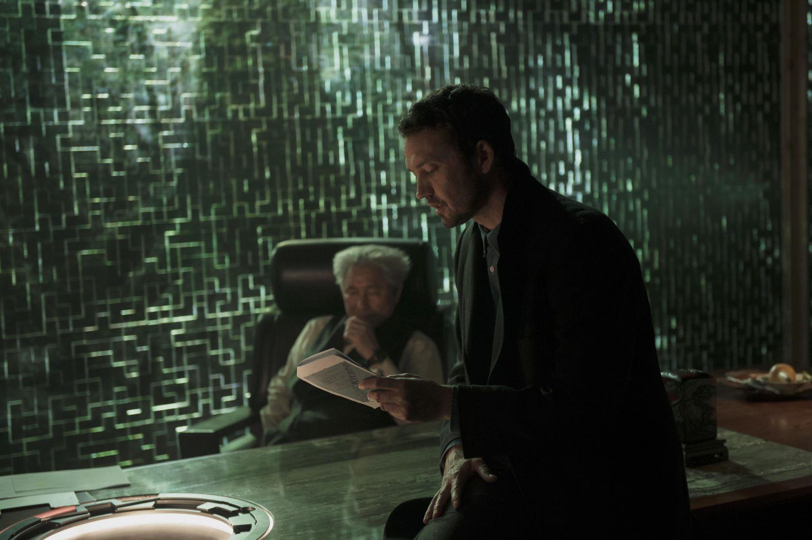 """Такеши Китано и Руперт Сандерс на съемочной площадке фильма """"Призрак в доспехах"""""""