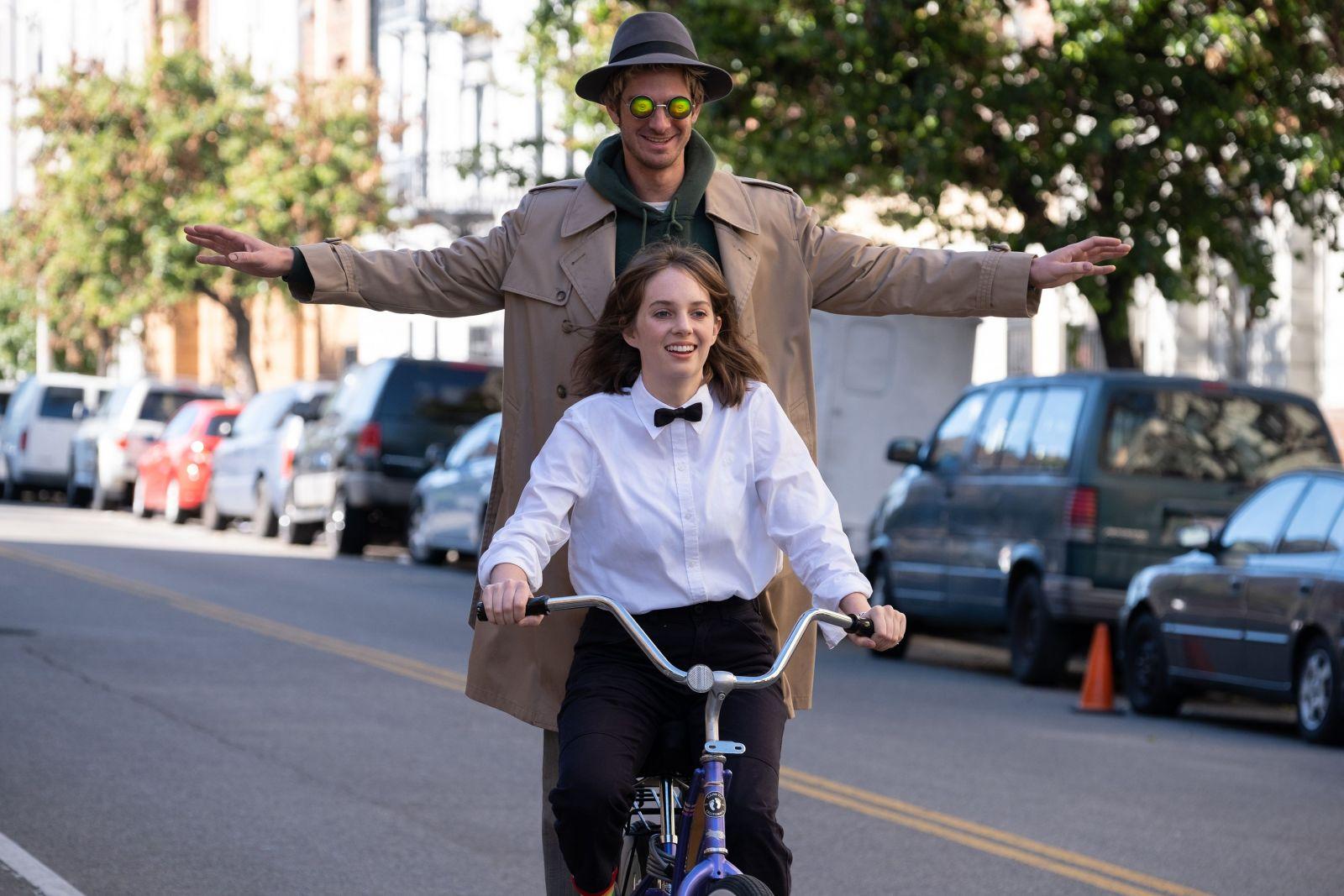 Эндрю Гарфилд в роли Линка на кадре из фильма «Мейнстрим»