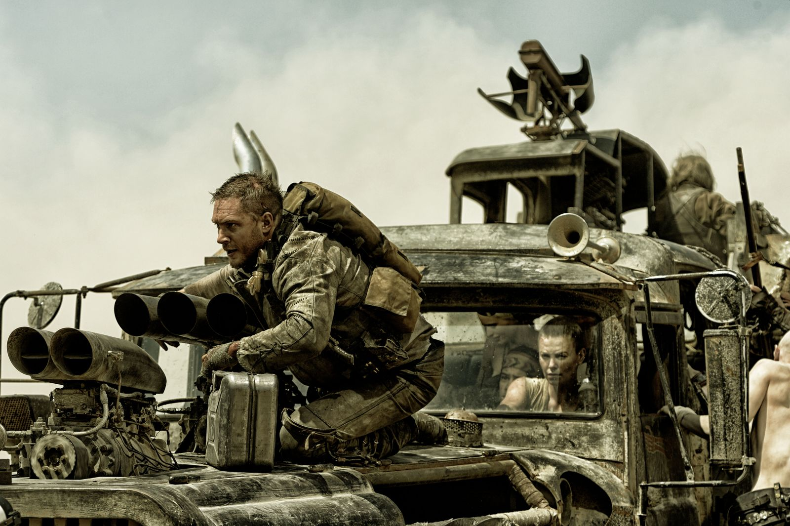 http://www.film.ru/sites/default/files/images/mad-max-fury-road-image-tom-hardy-the-war-rig(1).jpg