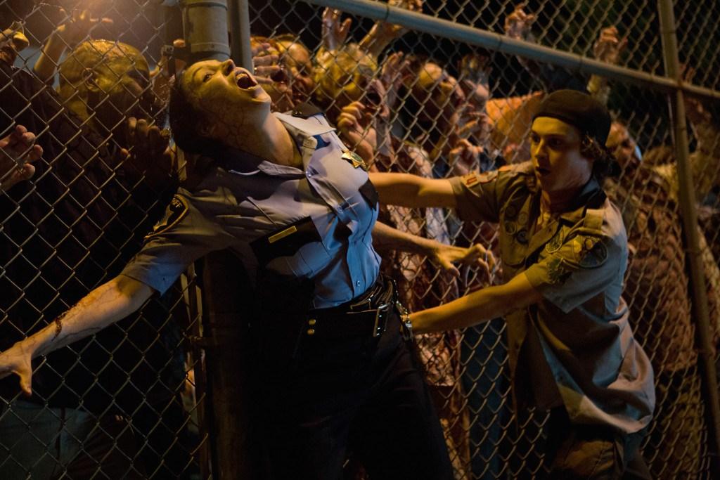 скачать фильм скауты против зомби