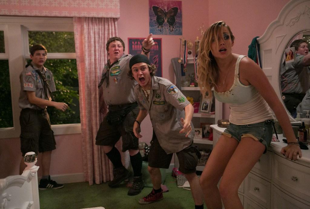 Скачать фильм скауты против зомби (2015) mp4 на телефон бесплатно.