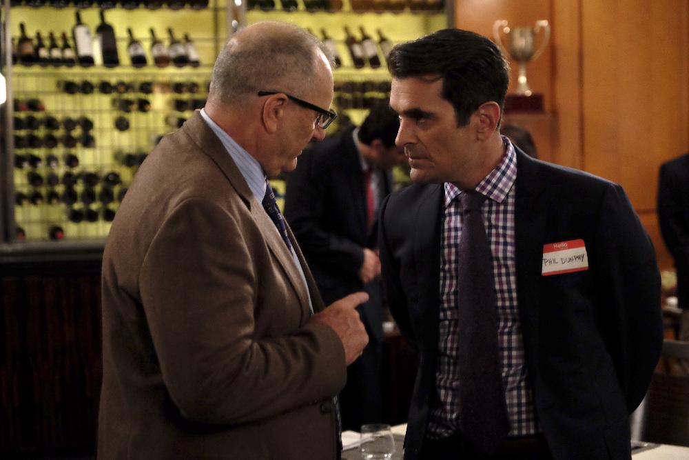 Modern Family - Season 6 Episode 03: The Cold SERVER 1