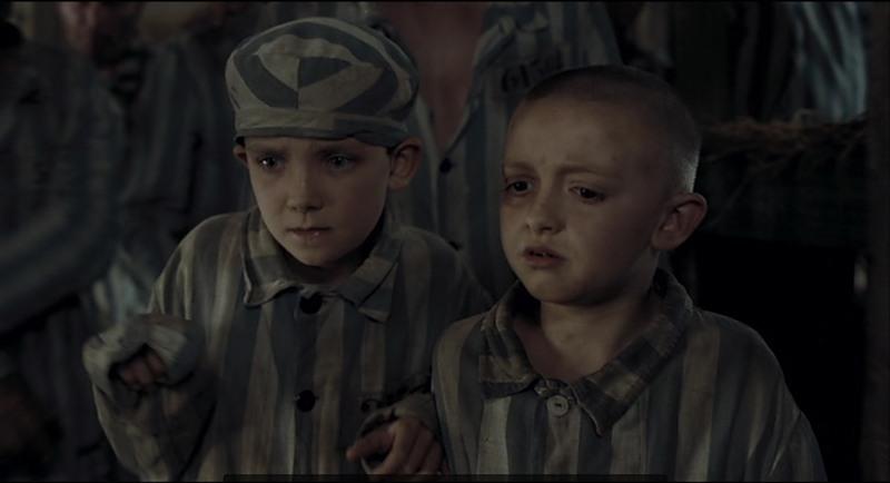 мальчики раздеваются в кино
