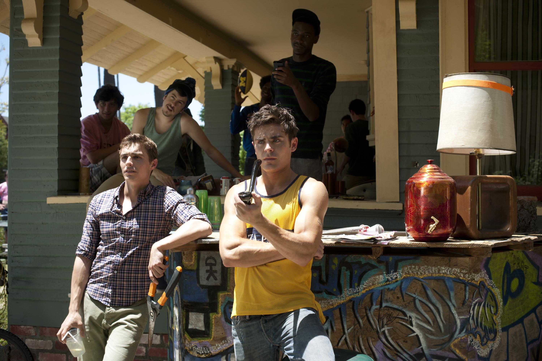 Актеры из фильма соседи на тропе войны с кем жила земфира до ренаты литвиновой