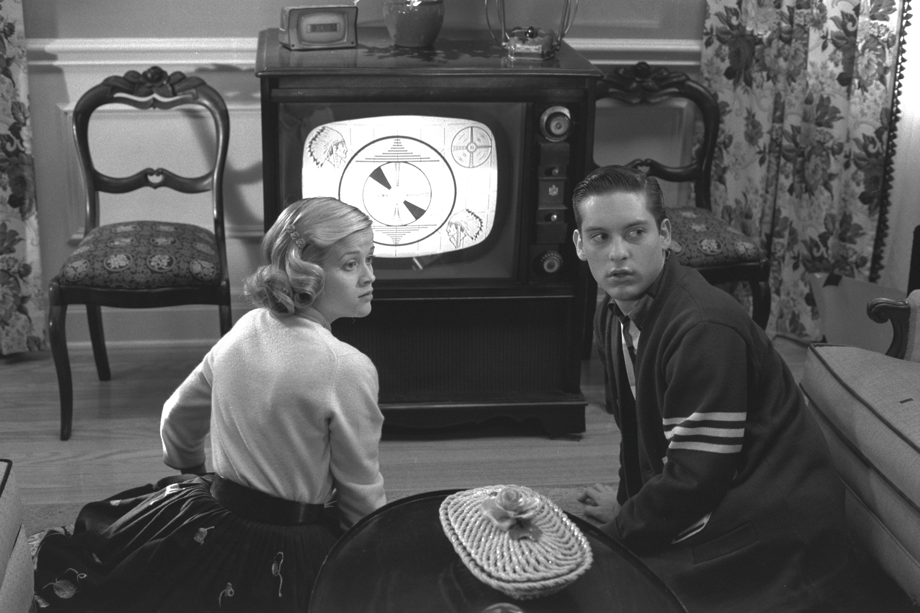 pleasantville change But change comes with a price whether it's the basketball team losing, rain and fire threatening the perfect environment, or a marriage collapsing, the changes seem most unpleasant for the many of pleasantville's citizens.