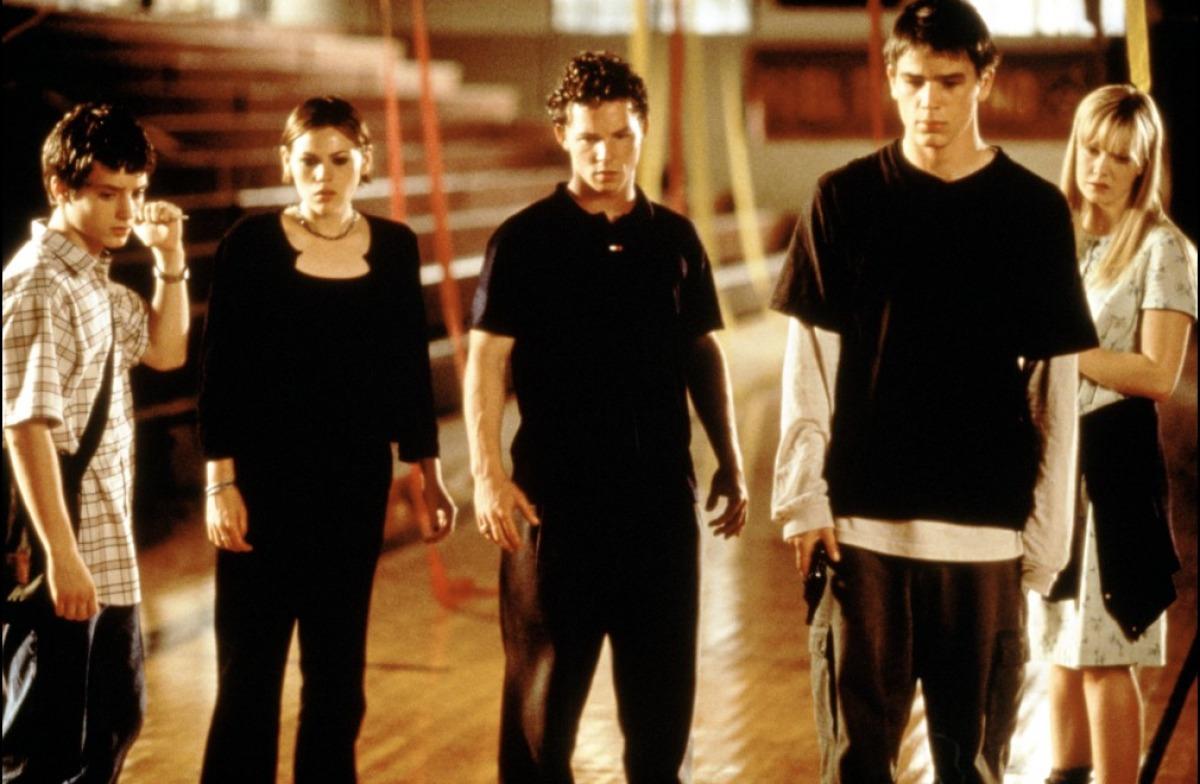 Актеры фильма факультет 1998 аврил лавин разводится с чедом