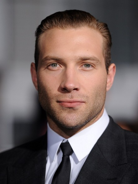 jai courtney gif hunt