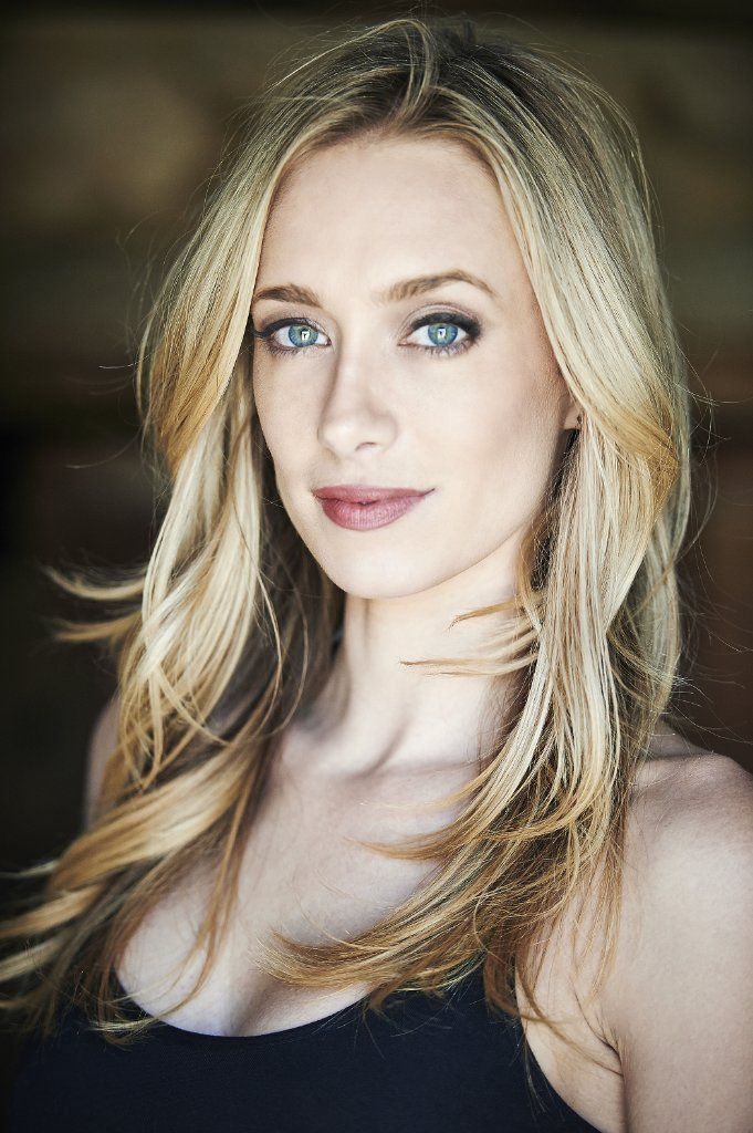 Kelsey Crane Nude Photos 3