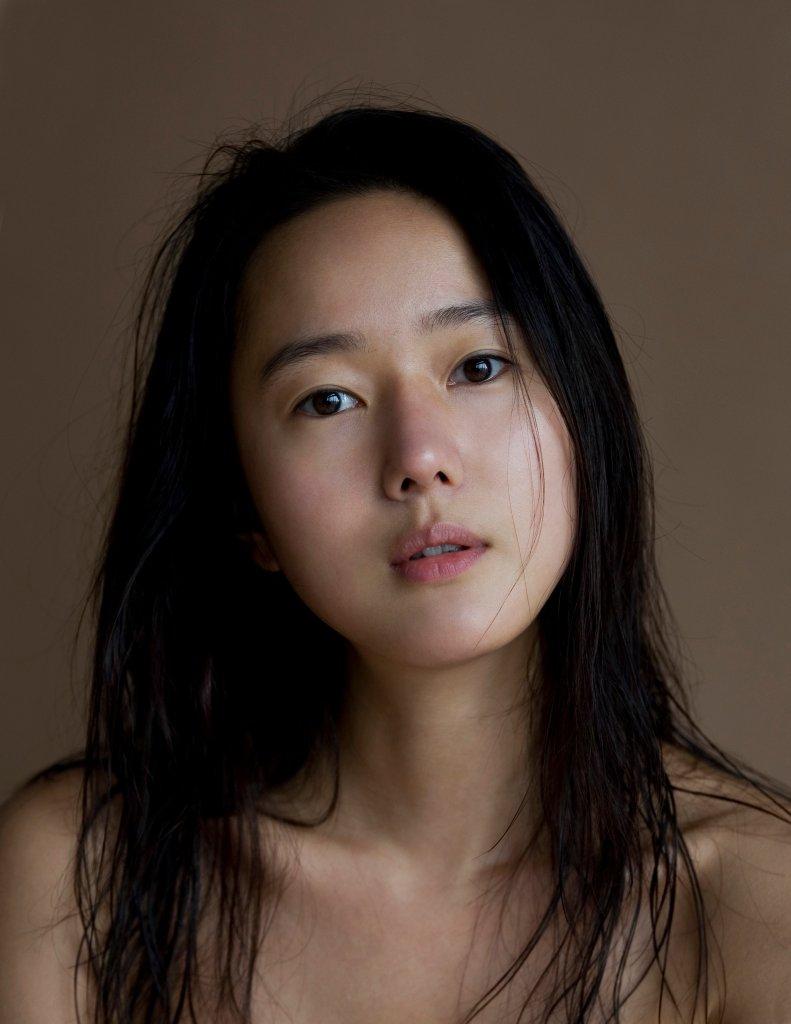 Jin-seo Yoon Nude Photos 96