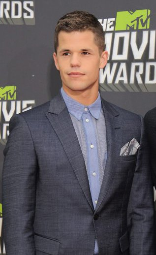 charlie carver height