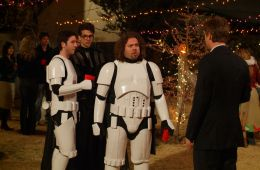 12 самых забавных отсылок к «Звездным войнам» в других фильмах