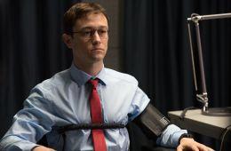 Против течения: Пять причин увидеть «Сноудена»