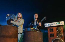 Баня, водка, мини-пиги и карп. Рецензия на фильм «Гуляй, Вася!» (Борис Хохлов, Film.ru)
