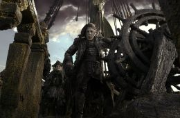 Против течения: «Пираты Карибского моря». Пять футов под килем новым «Пиратам Карибского моря» (Евгений Ухов, Film.ru)