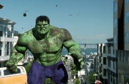 Против течения: Халк. Зелен еще: Почему Marvel не хочет снимать сольный фильм про Халка? (Евгений Ухов, Film.ru)