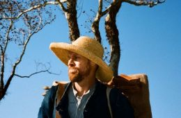 "People in the south are good, even a priest looks like a decent person. Willem Defoe as Van Gogh: review of the film ""Van Gogh: On the Threshold of Eternity"" (Kira Golubeva, Film.ru)"