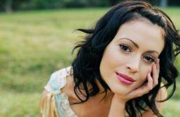 Алисса Милано стала жертвой домогательств