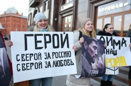"""Фоторепортаж: """"Герой"""" покорил российских знаменитостей"""