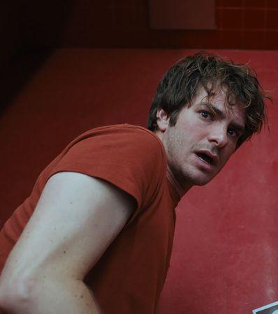 Как понять фильм «Под Силвер-Лейк»? Мы спросили у его режиссера, и он, конечно, ничего не объяснил