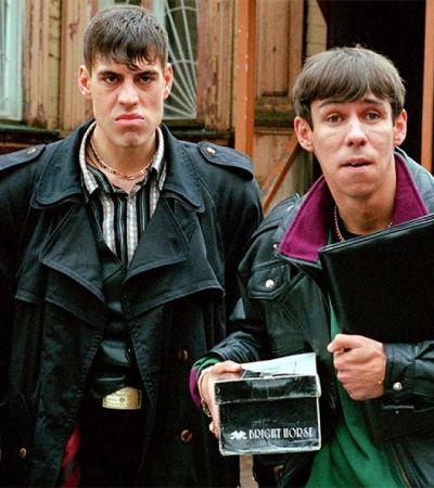 В 90-е убивали людей: 5 фильмов XXI века, интересно осмыcляющие «лихую» эпоху