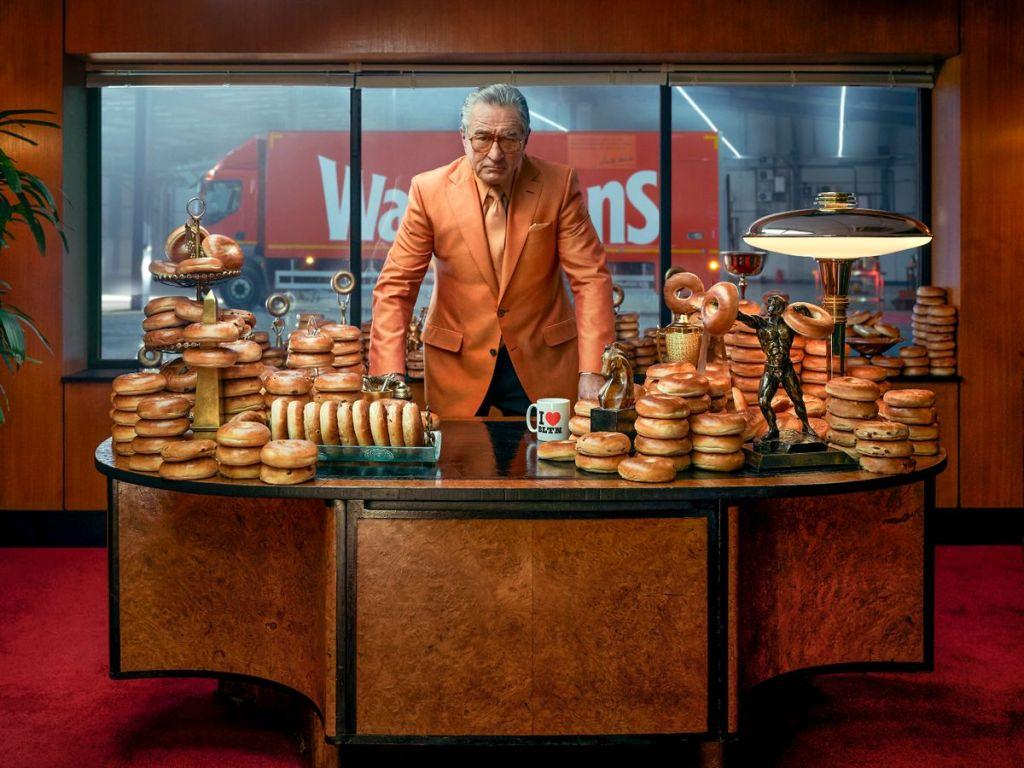 Гангстеры и булочки: Роберт де Ниро снялся в рекламе британских бейглов