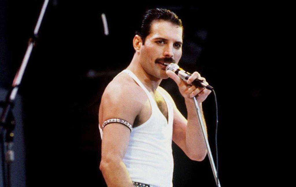 Рами Малек на кадрах из «Богемной рапсодии» о группе Queen
