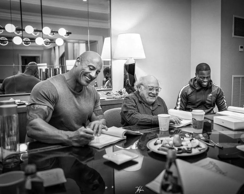 Дуэйн Джонсон трогательно поздравил Дэнни ДеВито с 75-летием