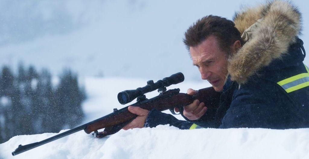 Лиам Нисон на новых постерах боевика «Снегоуборщик»