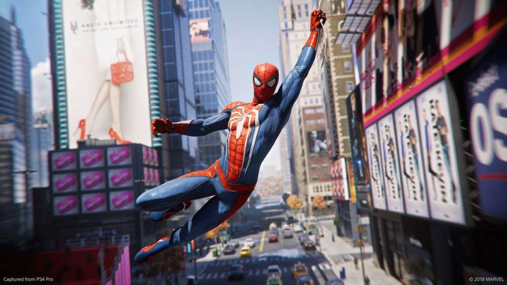Человек-Паук показал новый костюм на съёмках«Вдали от дома»