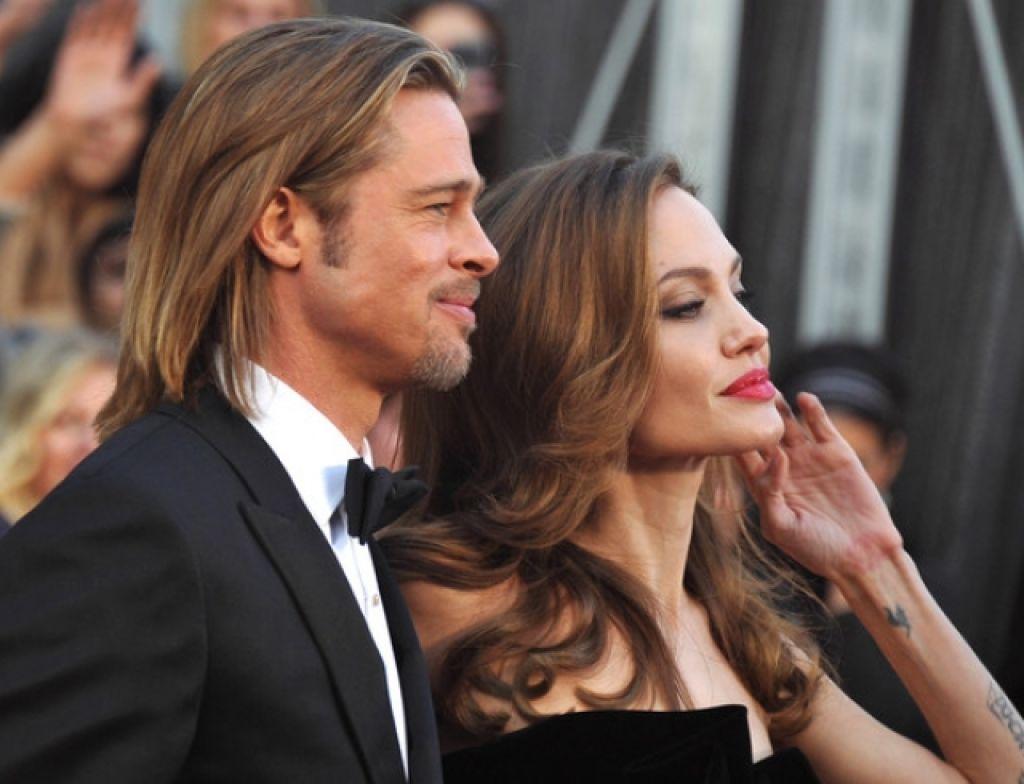 Брэда Питта и Анджелину Джоли поймали за оживлённой беседой