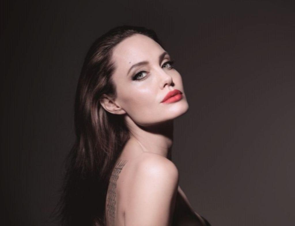 Анджелина Джоли рассказала сыну, что Брэд Питт был против его усыновления