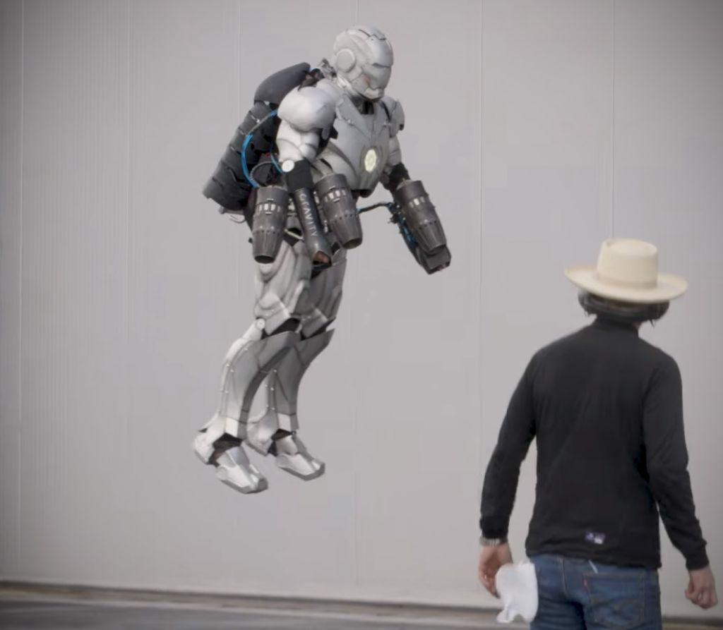 Ведущий «Разрушителей легенд» воссоздал костюм Железного человека