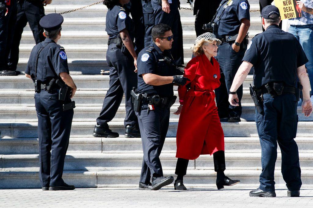 Джейн Фонду арестовали во время забастовки