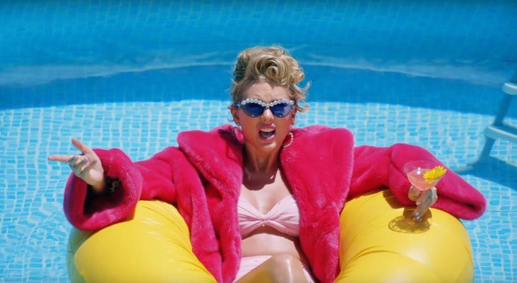 Райан Рейнольдс и другие звёзды снялись в толерантном клипе Тейлор Свифт