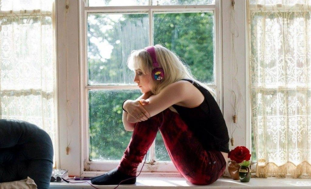 Люблю раздеваться в окне фото 588-350