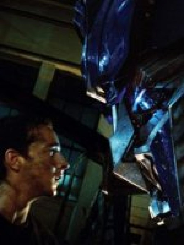 Киноаттракцион с гигантскими боевыми роботами от Майкла Бэя и Стивена Спилберга зарабатывают в американском прокате миллионы еще за 4 дня премьеры