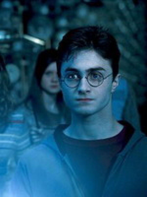 Через неделю -- 23 июля 2007 года -- Дэниэлу Рэдклиффу исполнится 18 лет. Страшно подумать, но когда актер подписал контракт на участие в киноэпопее со словами