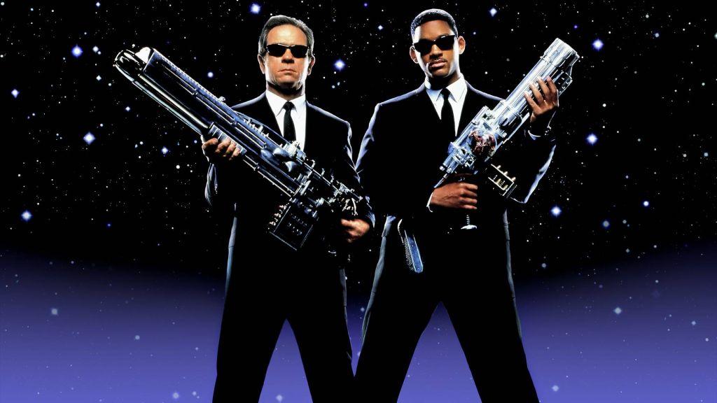 Sony скрестит сериалы «Люди в черном» и «Мачо и ботан»