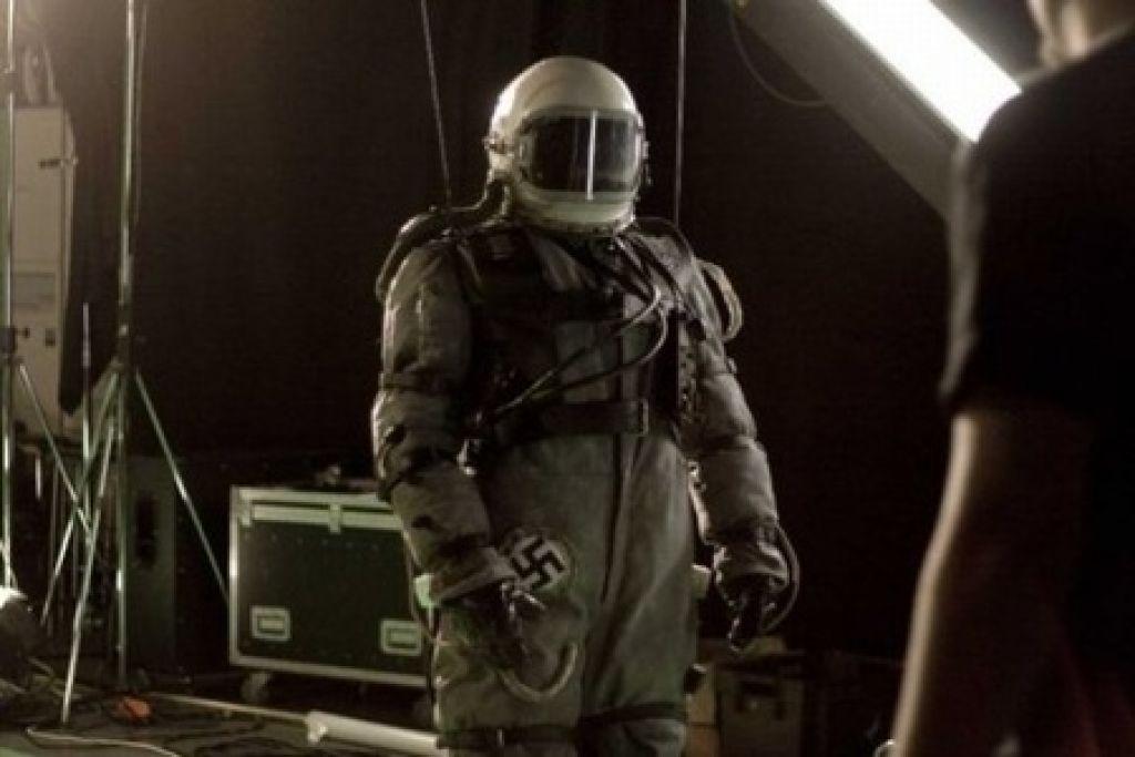 Тимо Вуоренсола раскрывает детали своего второго фильма о нацистах из космоса
