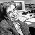 """Парализованный физик Стивен Хокинг сыграл сам себя в """"Теории большого взрыва"""""""