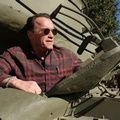 """Одной строкой: Вуди Аллен снимет в США """"Голубой жасмин"""", новый трейлер """"Революции"""", Шварценеггер прокатил журналистов на танке"""