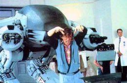 Вместо сердца -- пламенный мотор. Культовой ленте Пола Верхувена «Робот-полицейский» исполняется 25 лет (Артем Заяц, Film.ru)