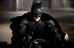 Мы договорились не показывать Бэтмена полуодетым. Кристиан Бейл о Бэтмене (Дэн Джолин, Empire)