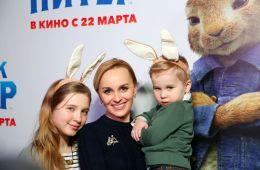 """Фоторепортаж: Премьера семейной комедии """"Кролик Питер"""" в Москве"""