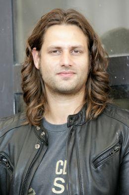 Адам Бусдукос